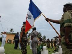 Le drapeau de l'Association Gabonaise des membres de l'Ordre National du Mérite