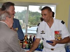Pierre Grosjean et j.Pierre Fourès remettent au Général Soriano la médaille du cinquantenaire de l'Ordre National du Mérite